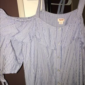 off the shoulder white and blue stripped shirt